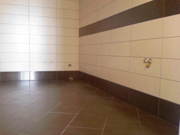 Вот вариант идеальной подготовки помещения – вам остается только выставить ванну
