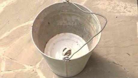 Заменитель фекального насоса для очистки выгребной ямы.