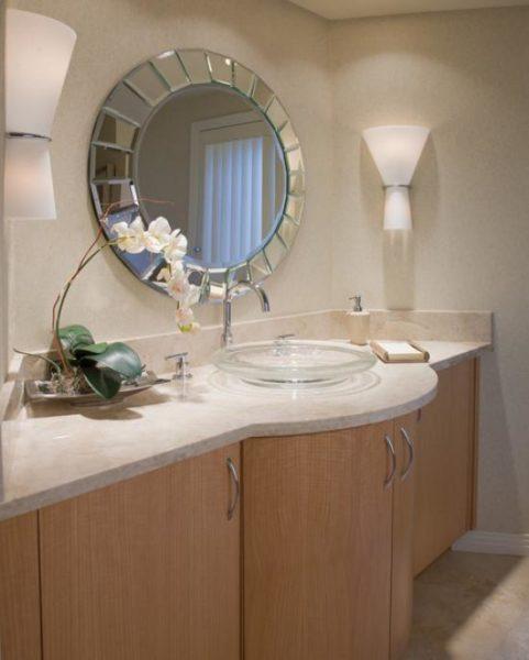 Зеркальное обрамление – интересное решение для ванной