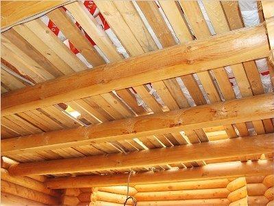 Балки перекрытия в деревянном доме.