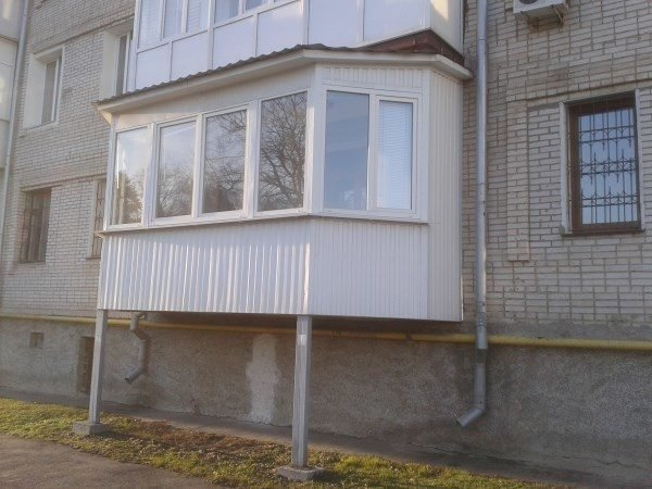 Балкон изменяет внешний вид фасада – на центральных улицах это строго запрещено