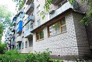 Балкон с подвалом из силикатного кирпича.