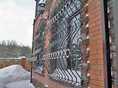 Что мне снег, что мне зной, что мне дождик проливной, когда решётки на моих окнах изготовлены методом ковки