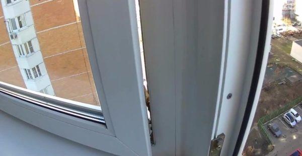 Что-то мешает окну закрыться