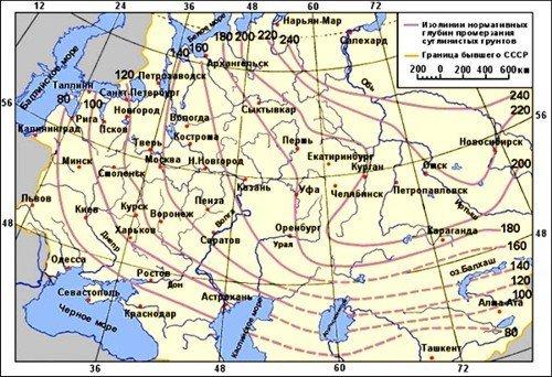 Чтобы вода в водопроводе не замерзла, трубы должны находится ниже уровня промерзания грунта в конкретном регионе РФ.