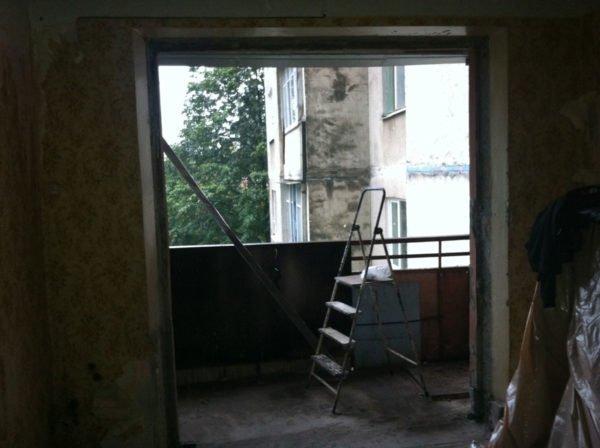 Демонтаж балконного блока и наружного окна