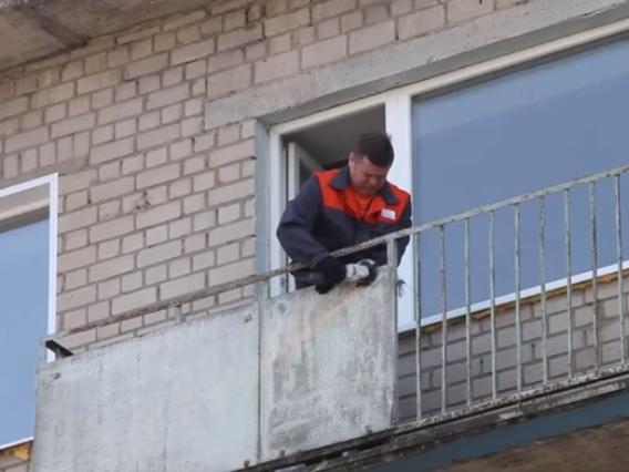 Обшивка балкона профнастилом снаружи за 3 шага obustroeno.co.