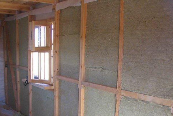 Деревянная обрешетка станет надежной опорой для утеплителя.