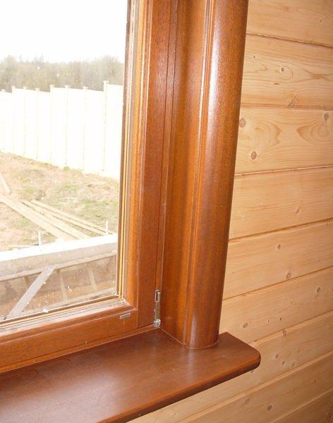 Деревянные откосы в доме из строганного бруса.