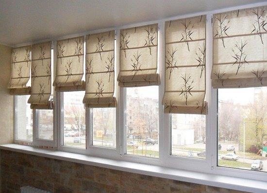 Как оформить окна на балконе