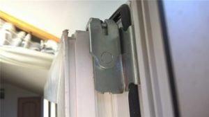 Не закрывается балконная дверь стеклопакет. регулирование дв.