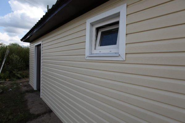 Для гаража или сарая энергосбережение явно не в приоритете