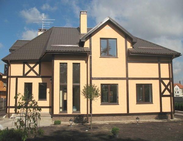 Для остекления дома с высокой энергоэффективностью подойдут двухкамерные конструкции, оборудованные энергосбережением