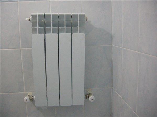 Для регулировки температуры радиатор укомплектован парой дросселей.