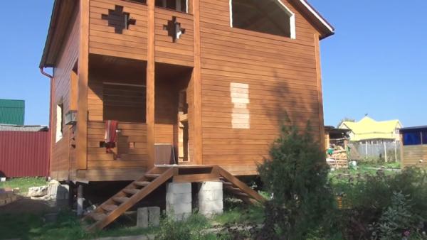Дом из бруса, в котором будет устанавливаться окосячка под пластиковый стеклопакет