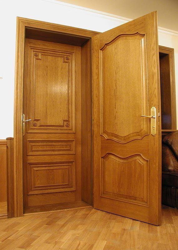 Двойные входные двери с маленьким тамбуром.