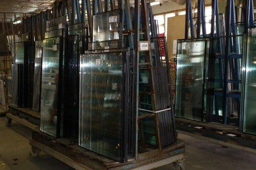 Фото готовых стеклопакетов на складе