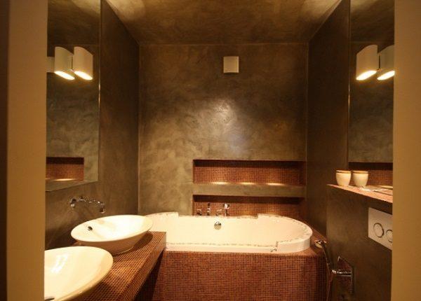 Гладкая декоративная штукатурка в ванной комнате.