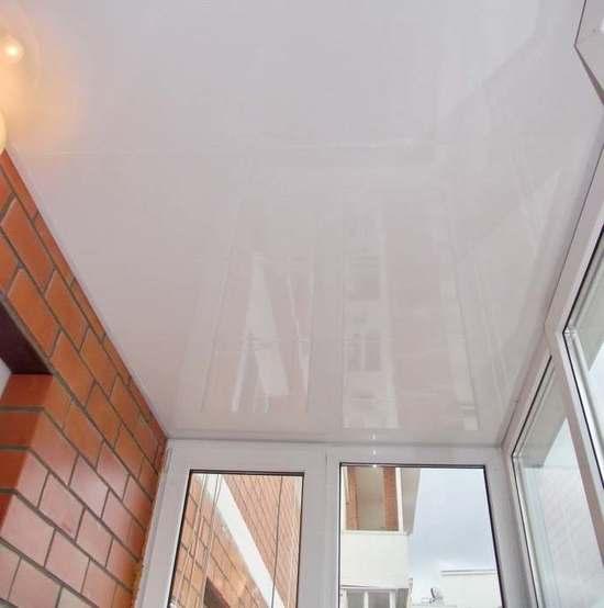 Идеально ровная и гладкая поверхность отлично маскирует дефекты потолочной плиты