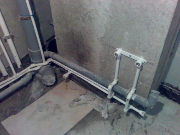 Канализация и водопровод должны быть установлены до гипсокартона.