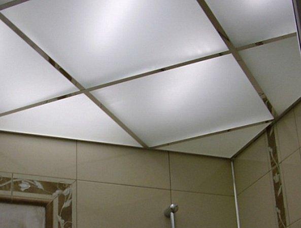 Кассетный потолок в ванной комнате.