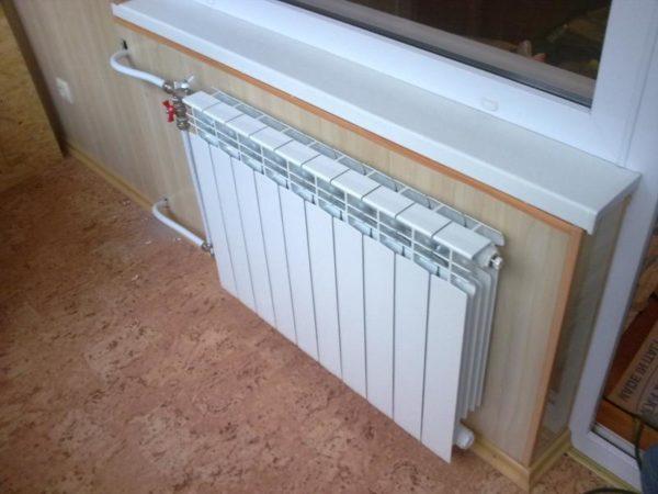 Классический радиатор водяного отопления.