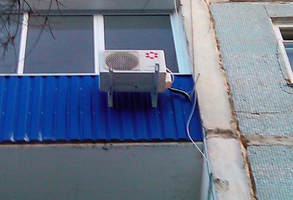 Можно установить выносной блок кондиционера внутри балкона..