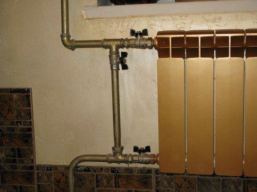 Кран на перемычке позволяет пустить весь объем воды через радиатор.