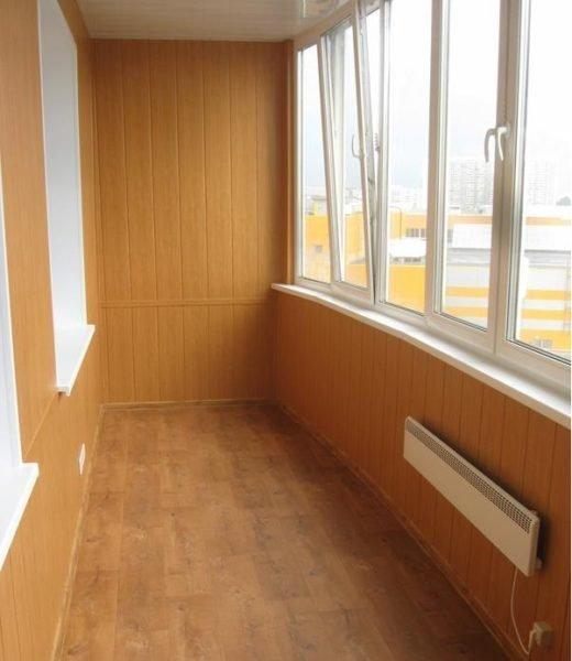 Красивая внутренняя отделка балкона панелями