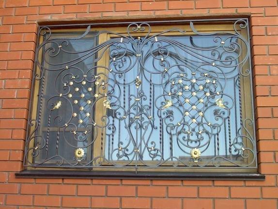 Красиво усиленные окна и преступника остановят и фасад украсят