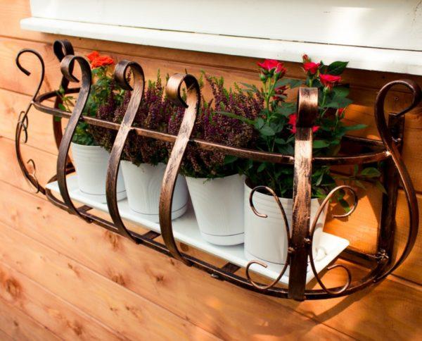 Держатель для балконного ящика для цветов: 8 оригинальных идей
