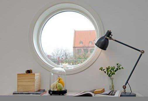 Круглое окно: эффектно, но не очень практично.