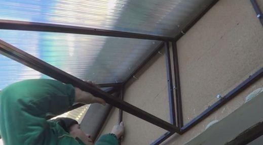 Крыша на балконе практически готова