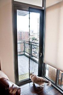Раздвижная москитная сетка на балкон: 6 видов самодельных ко.