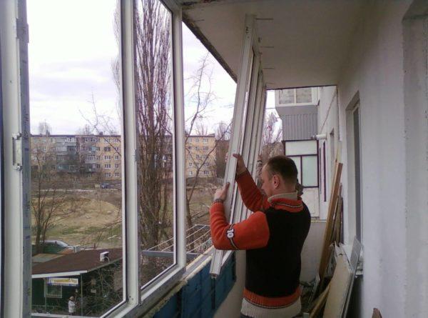 Монтаж ПВХ окон на балконе