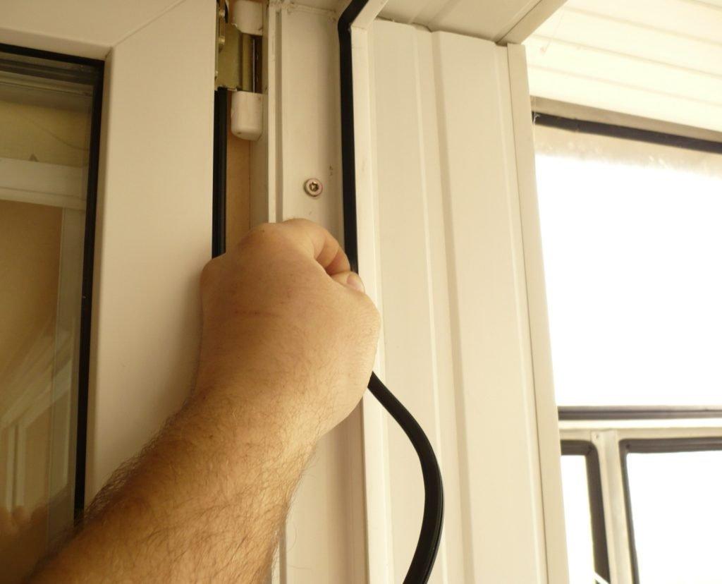 Утепляем балконную дверь своими руками