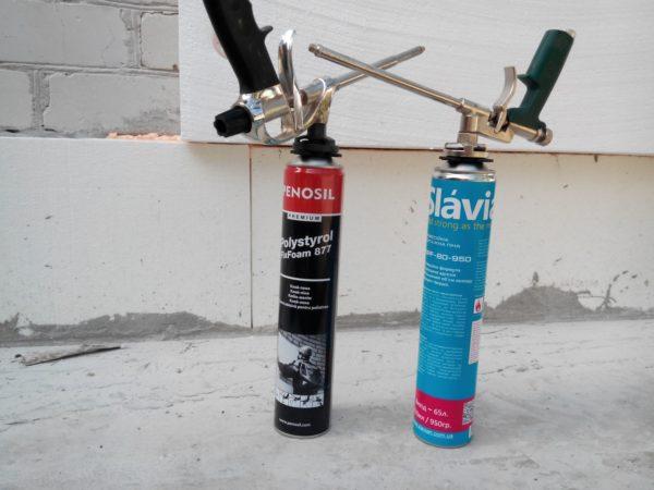 Монтажную пену можно использовать в качестве клея для утеплителя.