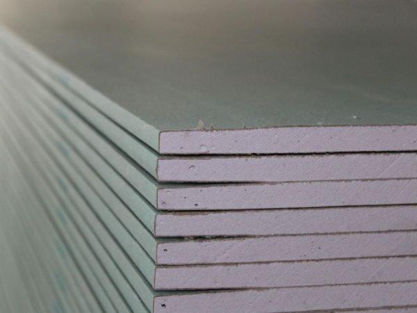 На фото - материал с прямыми (прямоугольными) кромками.