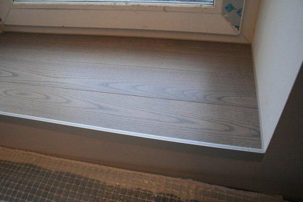 На фото: аккуратный порог балконной двери – обязательное условие идеального ремонта