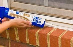 На фото: чем качественнее вы заделаете все стыки, тем дольше прослужит конструкция и тем теплее будет в доме