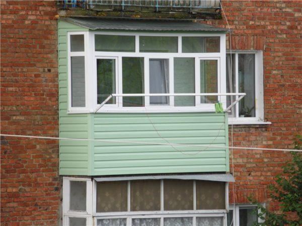 Наружная отделка сайдингом – аккуратный вид балкона