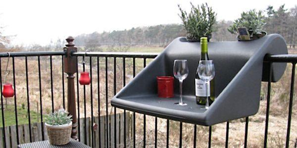 Навесной пластиковый стол.