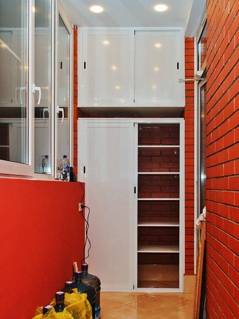 Шкафы на балкон. фото.