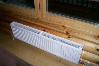 Панельный радиатор подключен снизу вниз.