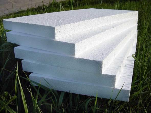 Пенопласт лучше использовать в качестве утеплителя под штукатурку.