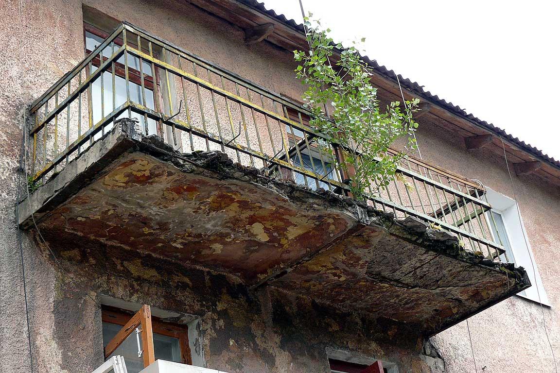 Обшивка балкона сайдингом: внутренняя и наружная отделка obu.