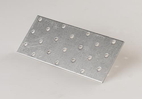Перфорированные накладки используются для усиления соединений обвязки проема.
