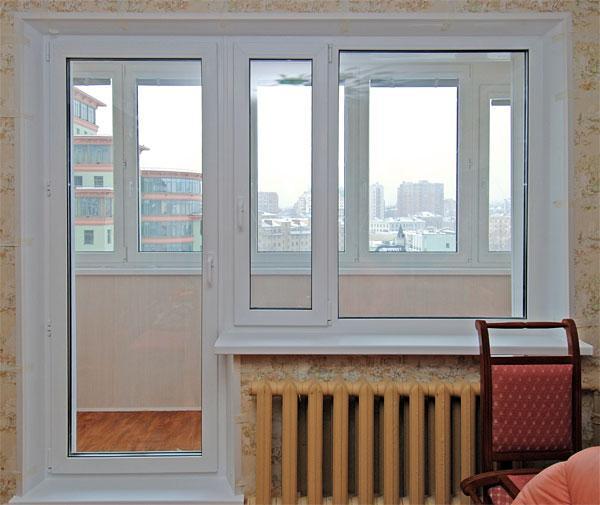 Сколько стоит поставить окно с балконной дверью