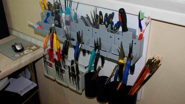 Подвесная система хранения для мелких инструментов.