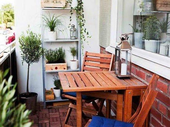 Правильно подобранная мебель сможет качественно преобразить ваш балкон